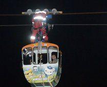 Spektakuläre Rettung aus Seilbahn-Gondel