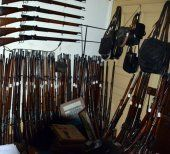 Schweizer hortet illegal riesiges Waffenarsenal
