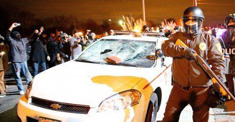 Weißer Polizist nicht angeklagt: Proteste in Ferguson eskalieren