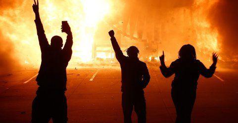 Proteste schlagen in Gewalt um – Schwere Krawalle in Ferguson