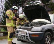 Pkw in Brand gesteckt - Polizei sucht nach Zeugen