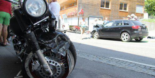 Schwerer Motorradunfall in Egg - 37-Jähriger kollidierte mit Pkw