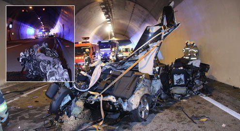 Auto in zwei Teile gerissen: Pkw-Lenker überlebt Horror-Crash