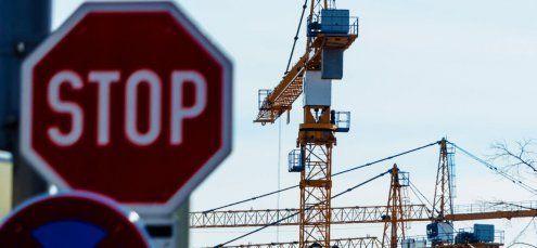 Wachstum sinkt, Arbeitslosigkeit steigt – Österreich hinkt hinterher