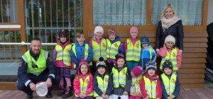 Besuch des Polizisten im Kindergarten Bludesch