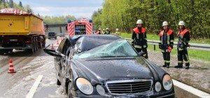 Pkw rutscht in Lkw auf A96 bei Lindau – Österreicher (21) verletzt