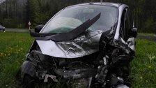 Verletzte 42-Jährige nach schwerem Unfall auf L200