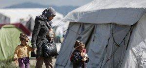 Weiter Tausende Flüchtlinge an Grenze zu Mazedonien