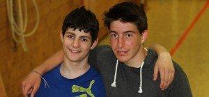 35 Jugendliche im Parcours-Fieber in Mittelschul-Turnhalle