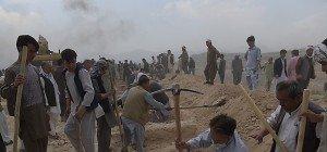 Entsetzen über IS-Doppelanschlag in Kabul mit über 80 Toten
