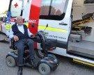 Patient spendet dem Roten Kreuz einen Rettungswagen