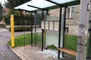 Feldkirch: Vandalen verwüsten Bushaltestellen