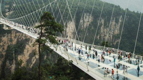 Superlativ für Schwindelfreie: Welthöchste und längste Glasbrücke in China eingeweiht