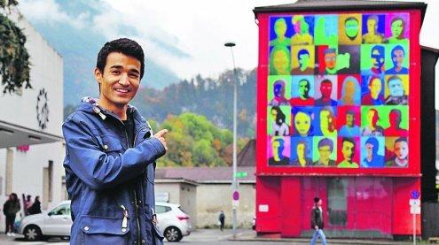 Kunstprojekt: Multiples Porträt ziert den Bahnhof in Feldkirch