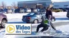 Achtung, glatt! Fieser Vater filmt Eisplatte