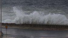 Meterhohe Wellen: Starker Sturm auf Kuba