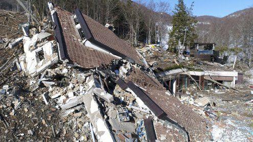 Lawinen-Katastrophe: Schnee gibt zerstörtes Hotel wieder frei