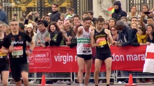 Marathon-Held: Dieser Moment rührt Millionen zu Tränen