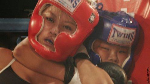 12-jährige (!) MMA-Kämpferin würgt ihre Gegnerin bewusstlos