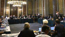 Ausschuss befragt Verhandler und Anwalt