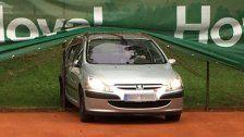 Dornbirn: Auto verirrte sich auf den Tennisplatz