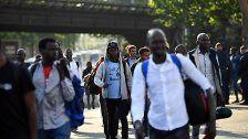 Zahl der Asylsuchenden halbiert - Zumeist Syrer
