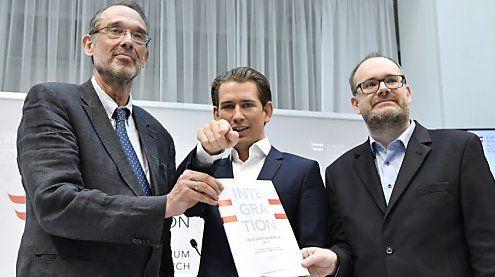 """Integrationsbericht präsentiert: Kurz will """"massive Reduktion"""""""