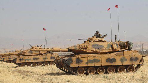 Iran-Treue Miliz droht Kurden mit Angriff, Türkei fährt Panzer auf