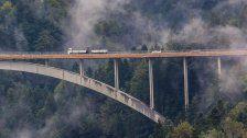 Asphaltarbeiten auf der Lingenauer Brücke